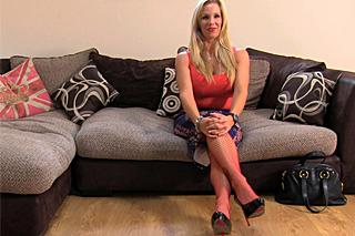 Britský FakeAgent a zralá prsatka Rebecca More