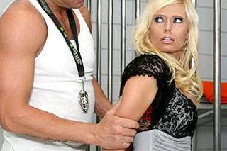Pornokalendář DP 10.2 – Detektiv Mojmír ošuká zralou hříšnici za mřížemi