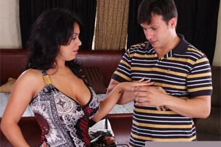 Latinskoamerická panička Sienna West a osobní řidič Anthony Rosano