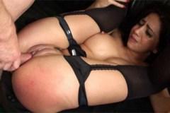 Španělská subka Julia De Lucia zbožňuje drsnější sex! – BDSM porno