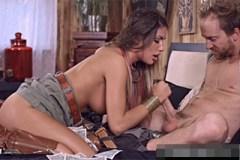 Kovbojka August Ames miluje prachy a zuřivý bezcitný sex!