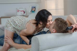 Ruská holčička Sheri Vi svádí přítele na romantické milování!