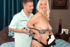 65letá babička Vikki Vaughn natočí porno s bývalým milencem své dcery!