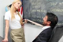 Ženatý učitel zasune péro do školačky (Alina West)