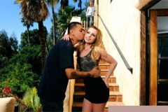 Lexi Belle a Ryan Mclane: Krásná koketa šoustá s drzým sousedem!