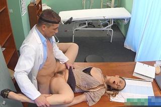 FakeHospital, aneb šoustání na české klinice (Obchodní zástupkyně)