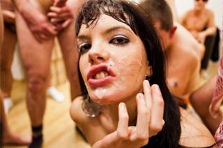Španělská dračice Carmen Lomama na další zvrhlé bukkake party!