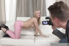 Mladá Olivia Grace roztáhne stehna za peníze na porno castingu