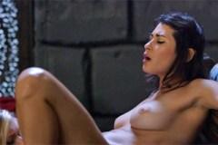 Lesbická rozkoš ve středověkém vězení! (Marsha May a Raven Rockette)