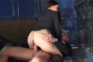 Therese Bizarre – holka na sex z automatu!