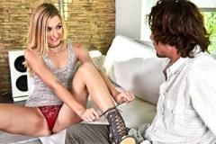 Dívka svede zadaného bratra své kámošky! (Alexa Grace a Tyler Nixon)