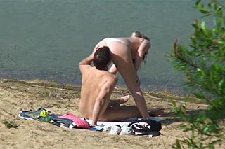 Pornokalendář DV (Žaneta, 27.12.) – Nadržený pár šoustá u jezera!