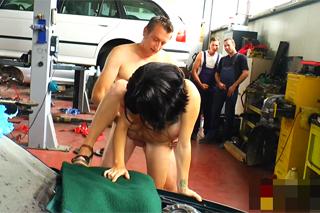 Orgie v německém servisu, aneb mechanici a nezbedná panička!