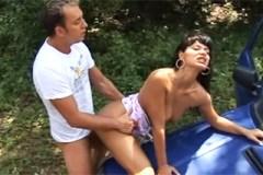 Pornokalendář DV (Slavomír, 22.1.) – Sex na kapotě Favoritu se stříkající prostitutkou!