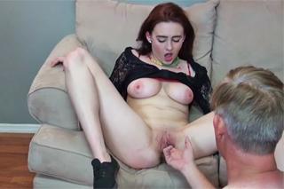 Zvrhlý otec ve vzteku ojede nevlastní dceru! – rodinné porno