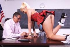 Erotické fotky studentky probudí anální touhy učitele!