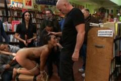 Černošská otrokyně Leilani Leeane navštíví knihovnu – BDSM porno