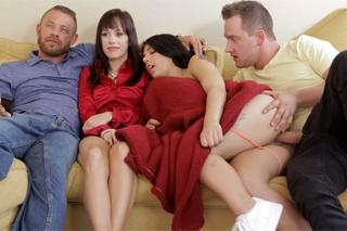 Nevlastní sourozenci si tajně vrznou vedle rodičů! (Gina Valentina)