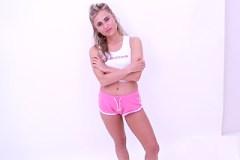 Squirtující modelka na americkom castingu!
