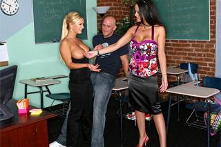 Student ošuká dvě bisexuální učitelky! (Carmella Bing, Shyla Stylez a Johnny Castle)