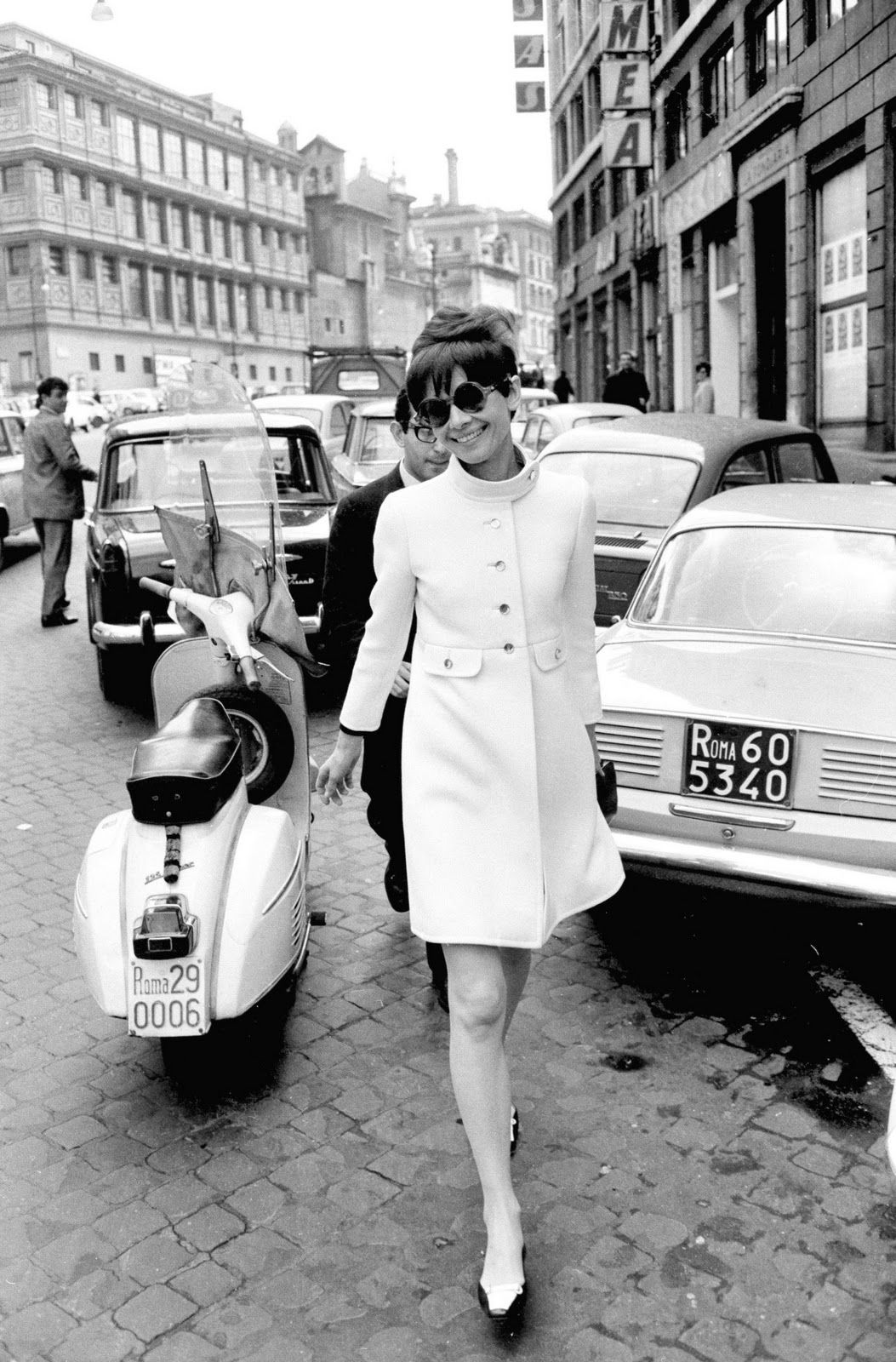 10 Photos Of Vintage Dame Travelers We're Obsessed With