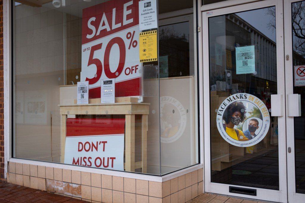 Shops offer sales with no customers