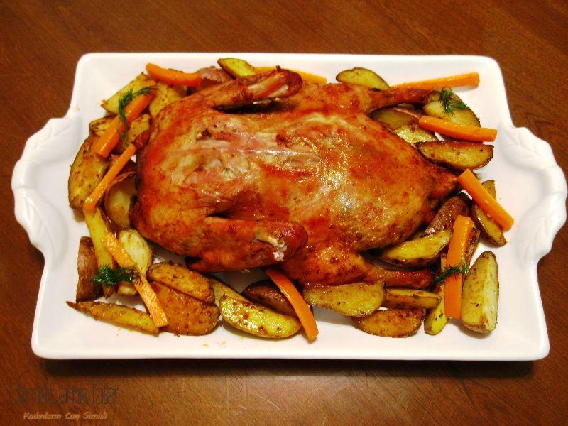 Bir ördek çikolata için elma ile fırında nasıl pişirilir