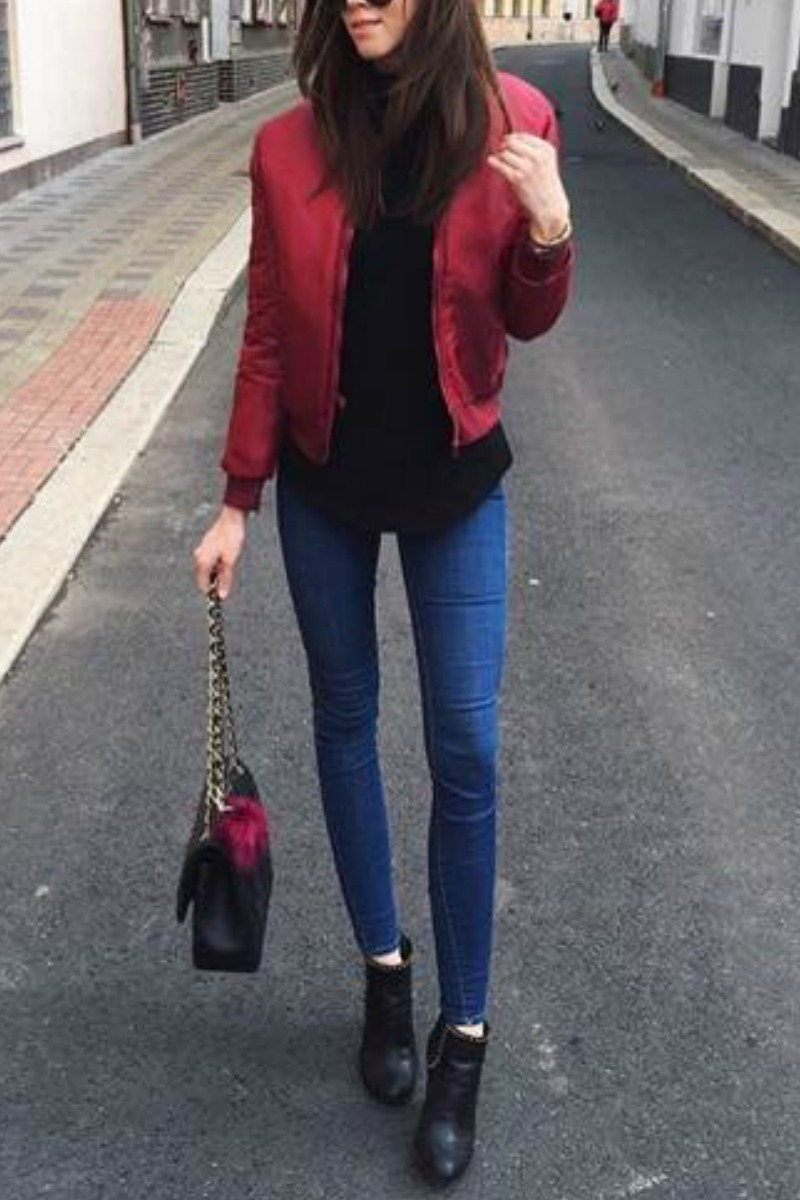 fall-winter-outfit-ideas-casual-blue-skinny-jeans-black-ankle-boots-red-bomber-jacket