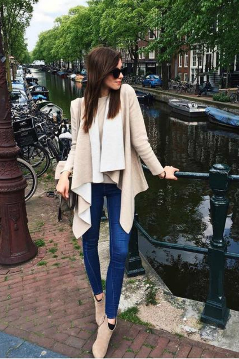 fall-winter-outfit-ideas-casual-blue-skinny-jeans-taupe-ankle-boots