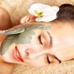 Три ефективни, прости и евтини маски, които изчистват лицето от пъпки