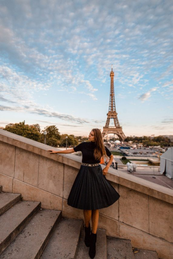 Here is a round up of the 7 Secret places to view the Eiffel Tower. These are the best Eiffel Tower Photo spots that you'll want from your trip to Paris! Be sure to catch these Eiffel tower Instagram spots of Paris. Paris Photography Eiffel Tower fall winter.