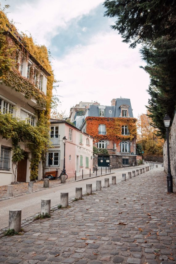 Blogger's travel guide to Paris   Top things to do and see in Paris France   Paris Photography Inspiration   Dana Berez Travel Guide Montmartre Paris Photogprahy