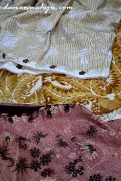 tahapan batiik atas ke bawah (rengreng, essean dan batik jadi)