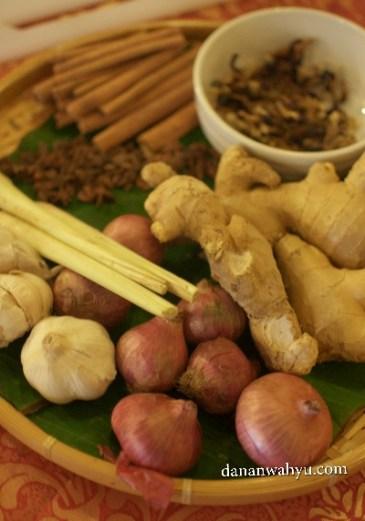 beragam bumbu nasi lemuni