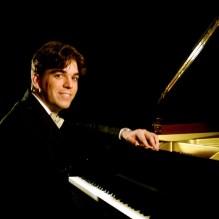 Regulo Martinez, piano