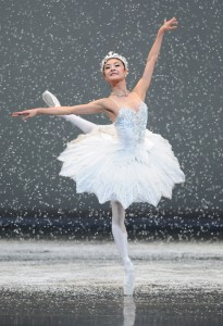 Yuan Yuan Tan of San Francisco Ballet in Helgi Tomasson's Nutcracker Photo: Erik Tomasson