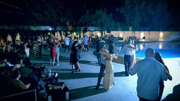 Milonga Los Amigos by the Pool
