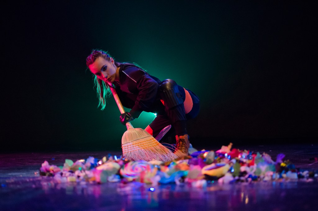 KC Bevis in Chicago Dance Crash's The Bricklayers of Oz (Photo by Ashley Deran)