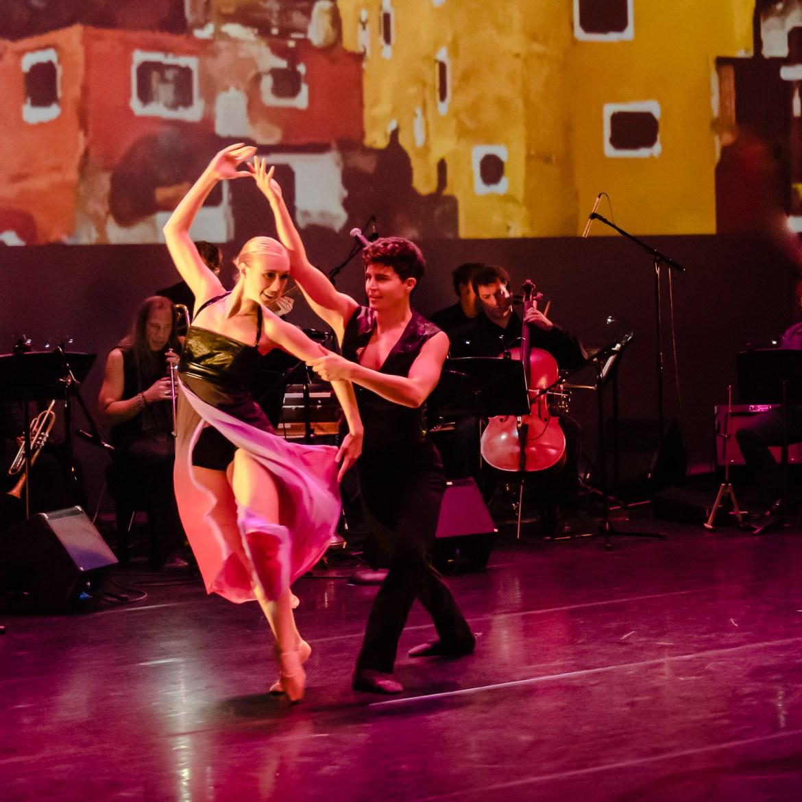 Sin Fronteras by Wilfredo Rivera and Clarice Assad in concert, October 2017. Pictured: musicians Joe Cerqua and Tim Archbold, dancers Quincie Bean and Brennen Renteria (Photo by Dan Kasberger)