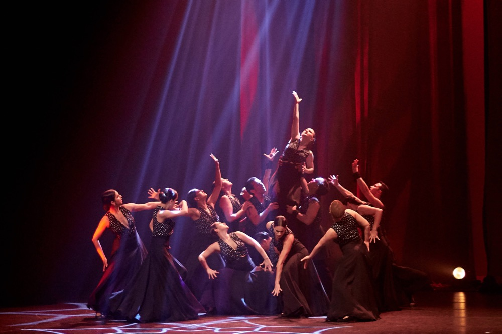 Ensemble Español dancers in Mar de Fuego Photo by Dean Paul