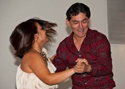 Salsa dancing styles are explained with words and videos.