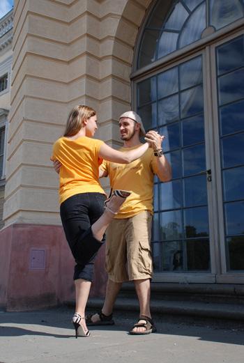 Tango - Homer Ladas & Fayzah playing around in Berlin