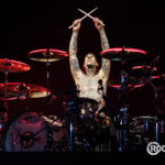 Travis Barker and Illenium release an anthemic pop-rock remake of 'Good Things Fall Apart'Blink182 Londono2 2017 Bengibson09