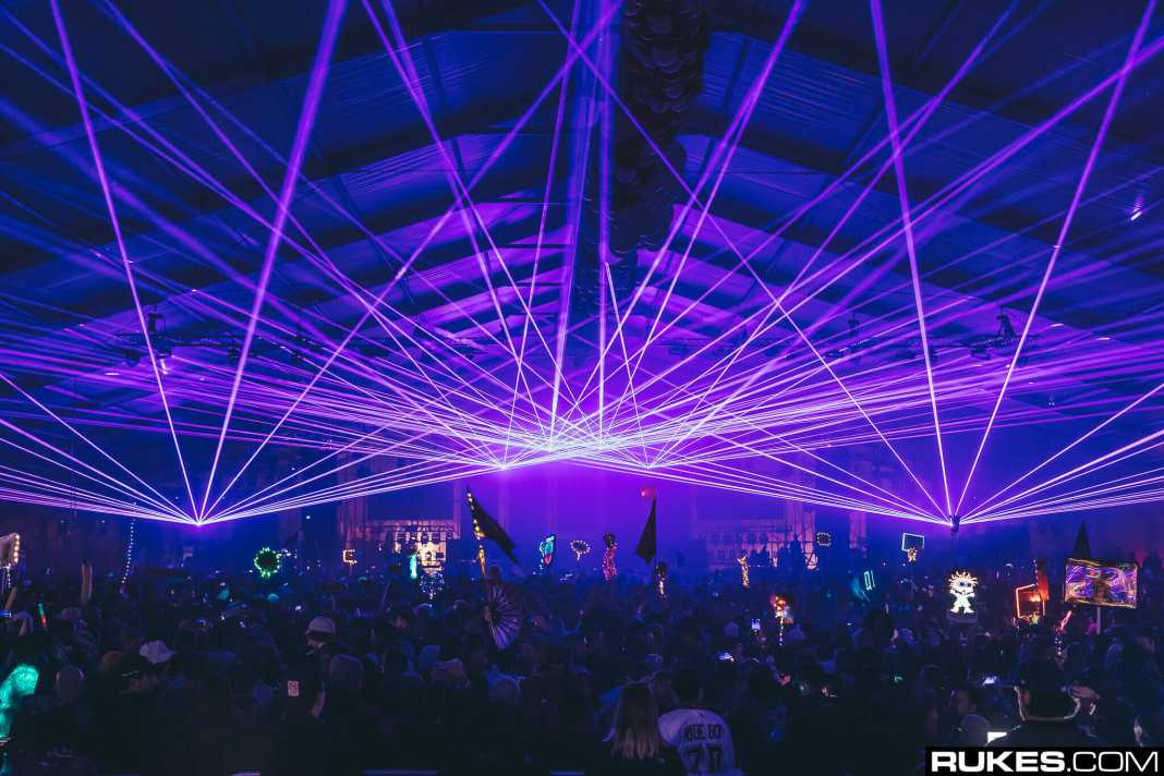 Decadence rings in the new decade in Chandler, Arizona – photos by jacobtylerdunn and RukesDecadence19b 019 2