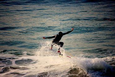 surf dancing feet biarritz en été