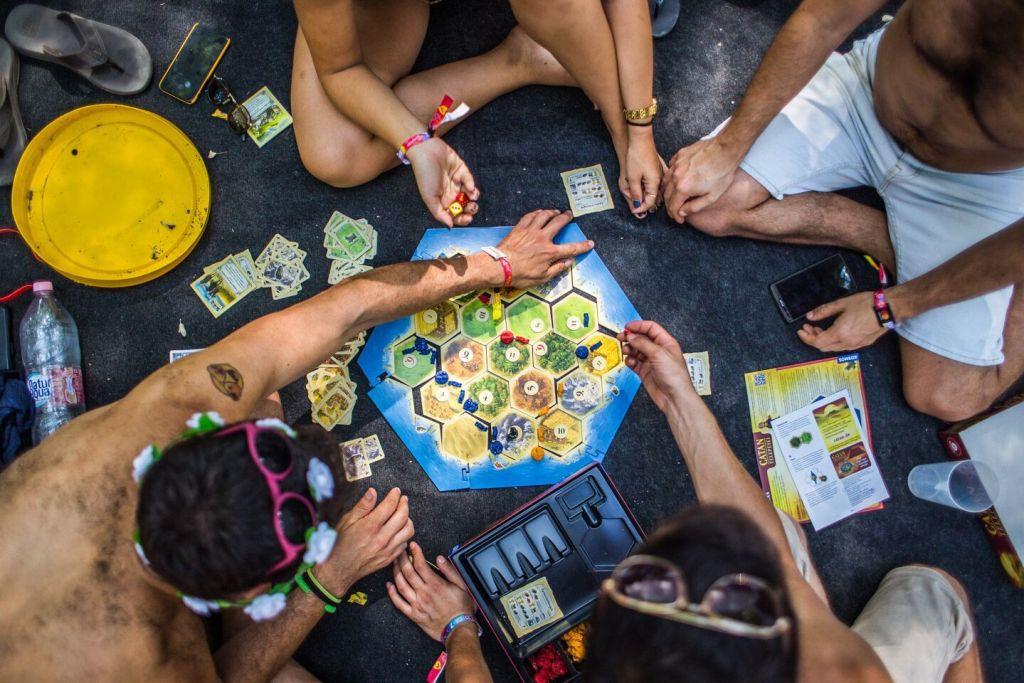 jeu de société sur la plage du sziget