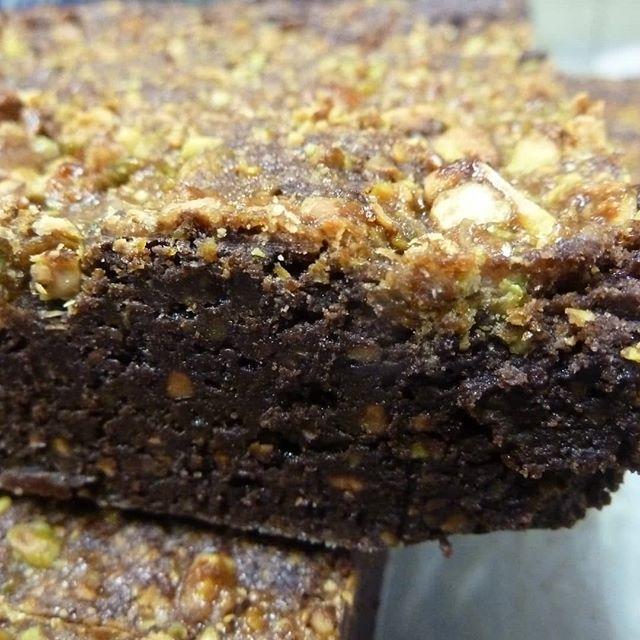 Cutting gluten free PISTACHIO FLOUR ZEN BROWNIES.#Chocolatier #ZenBrownie #pistachio #glutenfree