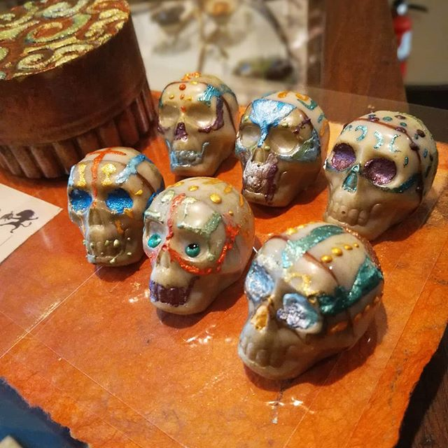 DEAD SKULLS #6 - all of our Guatemalan chocolates were used in this lovely piece with BBQ spiced ganache, vanilla tequila and lemon. Just crazy good.@dantachocolate#guatemala #chocolatier #bbq #handpainted #lastbatch #skulls #halloween