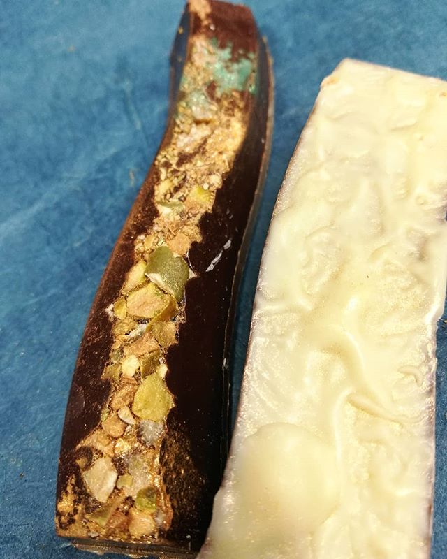 ROSITA'S CACOA - Dick Taylor's Belize dark chocolate with house butter caramel, crisp pistachio, candied orange and rosita de cacao@dicktaylorchocolate#chocolatier #chocolateasart #longandtwisty #rositadecacao #pistachio #caramel #madeinmanchesternh