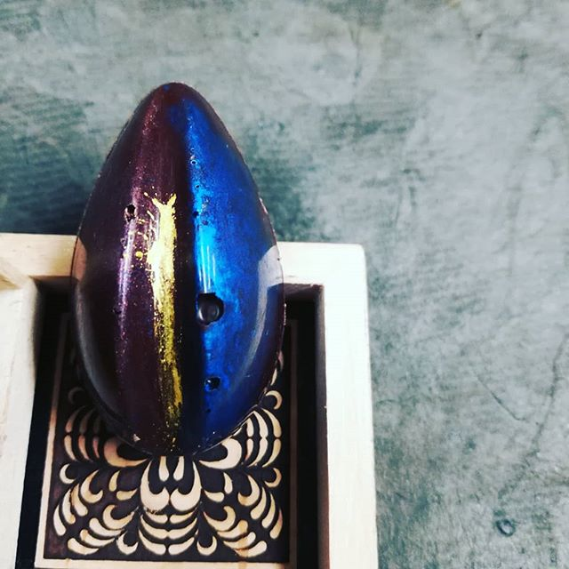 TIP TO TAIL - intense yuzu lemon in Belize dark chocolate caramel.#chocolatier #chocolateasart #caramel #yuzu @dicktaylorchocolateAlmost finished with the citrus fixation. I promise.